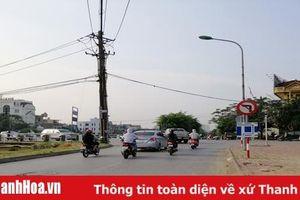 Chống ùn tắc, vi phạm trật tự giao thông trên địa bàn TP Thanh Hóa: Chuyện từ những biển cấm 'vô tác dụng'