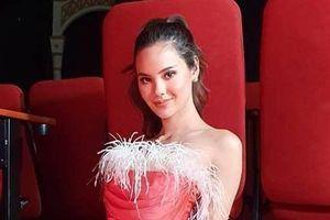 Hoa hậu Hoàn vũ 2018 liên tục bị chê mặc lôi thôi, xuống sắc