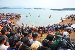 Gia Lai: Sôi nổi Hội đua thuyền độc mộc trên sông Pô Cô