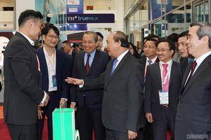 Thủ tướng Nguyễn Xuân Phúc đối thoại với cộng đồng kinh tế tư nhân
