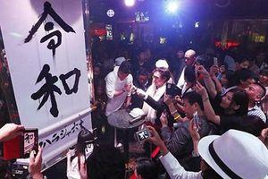 Người Nhật đón chào vua mới
