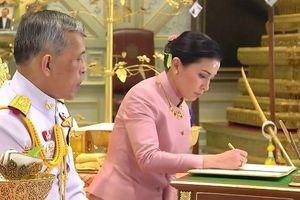 Hé lộ cuộc gặp đầu tiên của Vua Thái Lan và tân Hoàng hậu