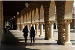 Gia đình Trung Quốc chi 6,5 triệu USD mua suất Đại học Stanford cho con