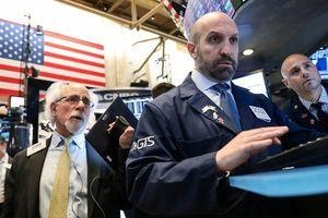 Chứng khoán Mỹ tụt điểm sau quyết định lãi suất của FED