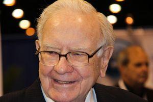 Tỷ phú Warren Buffett thường giữ bao nhiêu tiền mặt trong ví?