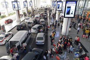 Xử lý nghiêm tình trạng xe dù, 'cò mồi' ở sân bay Nội Bài