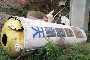 Mảnh vỡ tên lửa lao xuống đường cao tốc Trung Quốc