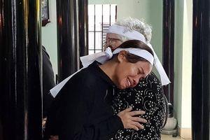 Người thân ở quê hương khóc tại lễ viếng Đại tướng Lê Đức Anh