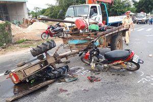 Xe kéo và xe máy va chạm kinh hoàng, 3 người thương vong