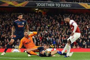 Arsenal bắn hạ 'bầy dơi' Valencia, đặt một chân vào chung kết