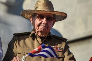 Bí thư thứ nhất Đảng Cộng sản Cuba Raul Castro nhận Giải thưởng Lenin