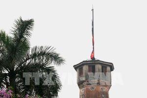 Nghi thức treo cờ rủ Lễ Quốc tang Đại tướng Lê Đức Anh