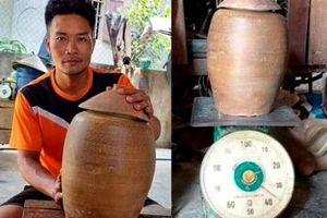 Phát hiện hũ tiền cổ nặng 36kg khi đào móng nhà ở Nghệ An