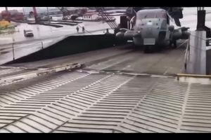 Hãi hùng cảnh đứt xích khiến trực thăng hơn 15 tấn của quân đội Mỹ trôi tự do