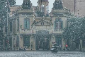 Hà Nội đổ mưa trong ngày Quốc tang nguyên Chủ tịch nước Lê Đức Anh