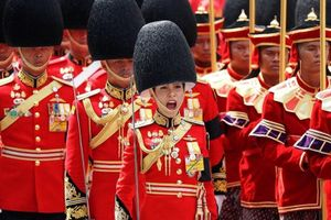 Vẻ đẹp của nữ tướng vừa được sắc phong làm Hoàng hậu Thái Lan
