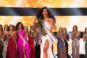 Nhan sắc 'vạn người mê' của Tân Hoa hậu Mỹ 2019 Cheslie Kryst
