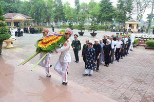 Người dân quê hương Thừa Thiên - Huế thương tiếc viếng Đại tướng Lê Đức Anh
