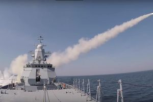 Chiến hạm Nga phóng tên lửa diệt mục tiêu trong 3 phút