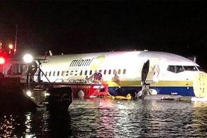 Nhân chứng kể lại khoảnh khắc đáng sợ khi Boeing 737 chở 143 người lao xuống sông