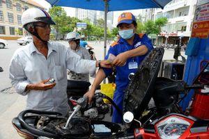 Giá xăng tăng liên tục đưa lợi nhuận Petrolimex cao hơn 30%