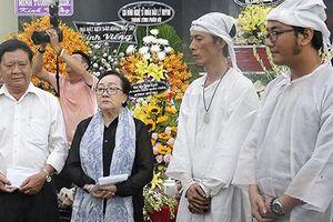 Con trai cố nghệ sĩ Lê Bình trao 100 triệu làm từ thiện thay cha