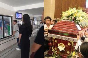 Đám tang vãn người, diễn viên Hạnh Thúy vẫn nán lại tiễn linh cữu nghệ sĩ Lê Bình vào phòng hỏa thiêu