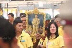 Người dân Thái Lan nô nức đổ về hoàng cung mừng lễ đăng quang của Quốc vương