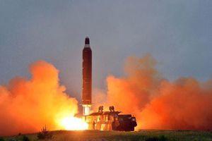 Triều Tiên bất ngờ phóng tên lửa tầm ngắn