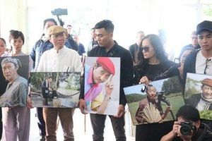 Những hình ảnh xúc động trong đám tang nghệ sĩ Lê Bình