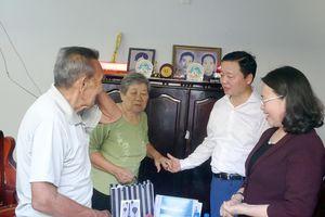 Bộ trưởng Trần Hồng Hà và Đoàn ĐBQH tỉnh Bà Rịa - Vũng Tàu thăm, tặng quà cựu tù Côn Đảo