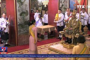 Người dân Thái Lan vui mừng chứng kiến lễ đăng quang
