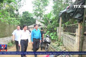 Công đoàn ngành Giáo dục thăm hỏi thày trò trường tiểu học Đồng Lương