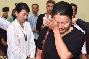 Nghệ sĩ Việt nghẹn ngào tiễn đưa nghệ sĩ Lê Bình về với đất mẹ