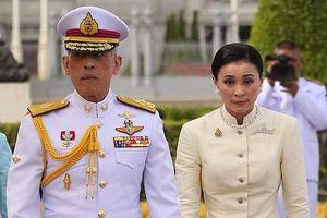 Chuyện tình kín tiếng của nhà Vua và Hoàng hậu Thái Lan