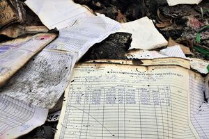 Cháy nhà kho chứa tài liệu xe buýt ở Sài Gòn