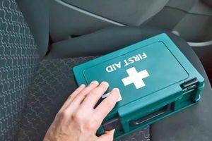 Phòng trường hợp khẩn cấp, đây là những vật dụng bạn cần mang theo xe