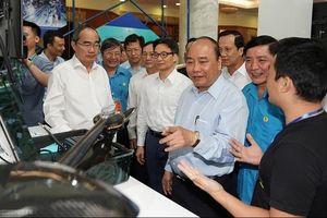 Thủ tướng Nguyễn Xuân Phúc đối thoại với công nhân kỹ thuật cao