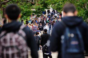 Giới trẻ Mỹ ủng hộ miễn học phí đại học