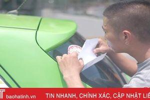 Người trẻ Hà Tĩnh dán sticker tuyên truyền miễn phí 'Không lái xe khi đã uống rượu bia'