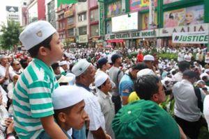 Thủ tướng Malaysia và tiểu vương khẩu chiến, người dân xuống đường