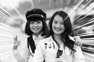 Chuyện về 10.000 cựu học sinh PTTH Hà Nội ngày đêm không ngủ, tiễn đưa 2 nạn nhân bị xe tông ở hầm Kim Liên: 'Nụ cười ấy sẽ còn mãi trong chúng tôi!'