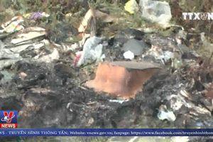 Bắt quả tang xe tải đổ trộm hơn 5 tấn rác thải công nghiệp
