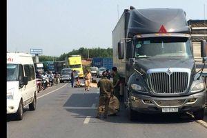 Va chạm với xe tải, cụ ông 61 tuổi tử vong thương tâm