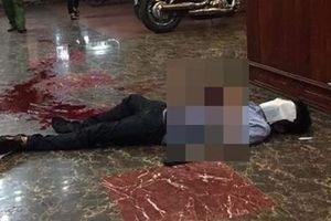 Mâu thuẫn trong quán karaoke, 'vác dao' đâm đồng nghiệp tử vong