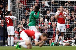 Theo chân MU, Arsenal cũng 'buông' Top 4 Premier League