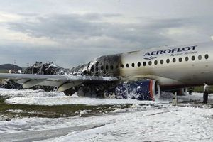 Tiếp viên hàng không Nga tử nạn vì cứu khách khỏi máy bay bốc cháy