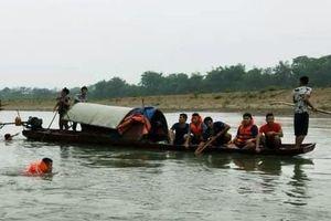 Bốn học sinh lớp 7 đuối nước khi tắm sông