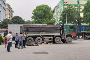 Bị xe tải Howo cuốn vào gầm, người phụ nữ đi xe máy tử vong tại chỗ