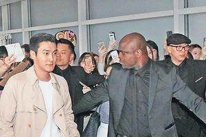 Sao TVB bất ngờ làm vệ sĩ cho Siwon, tiết lộ thù lao cao hơn nghề diễn